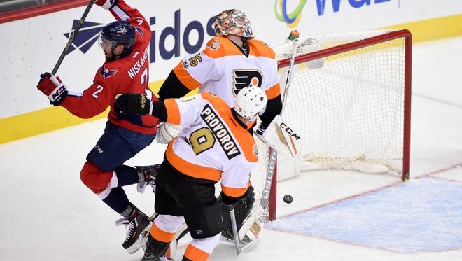 Washington Capitals defenseman Matt Niskanen had a pair of the five goals scored against Steve Mason and the Flyers.