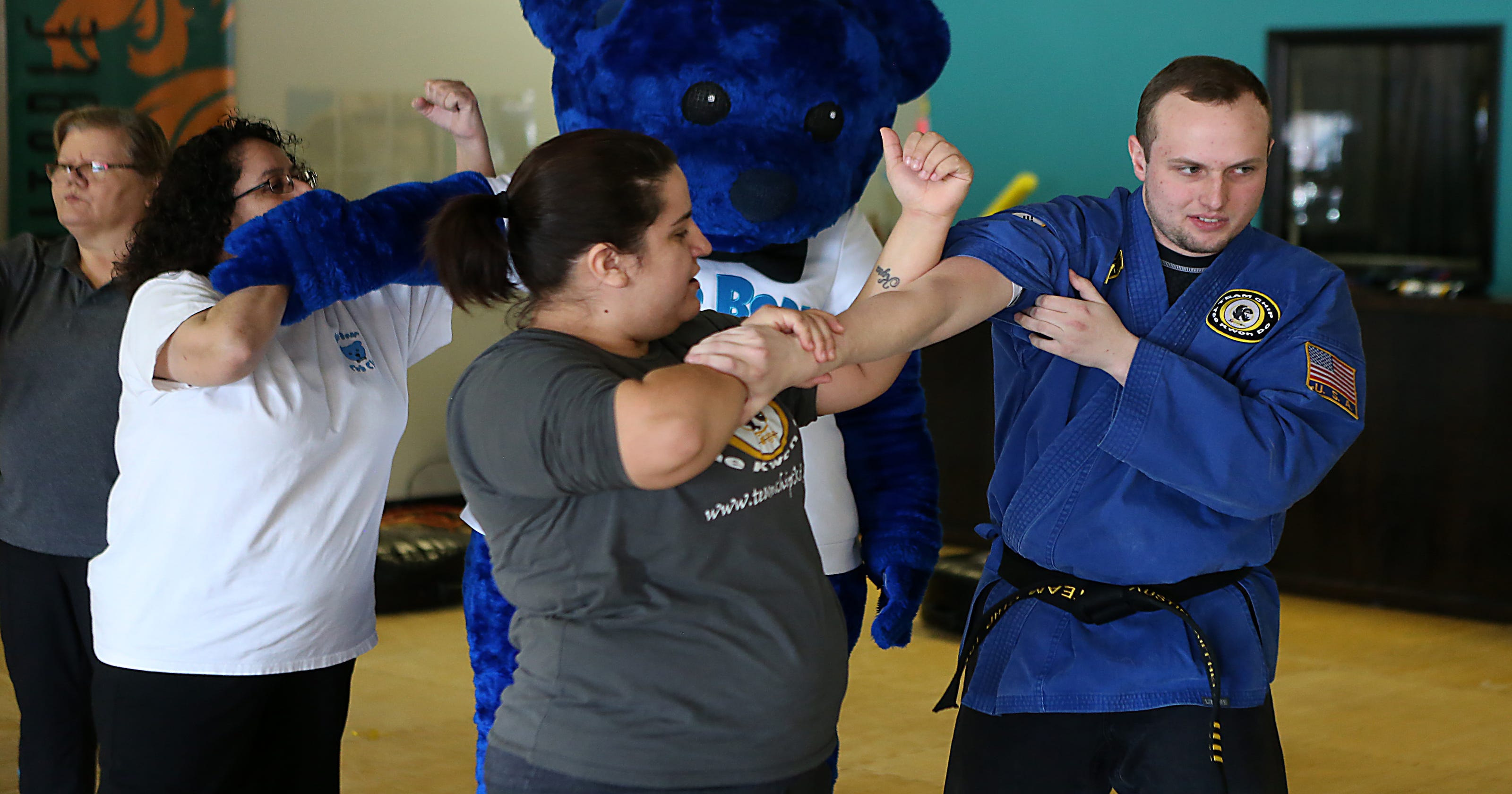 Martial arts school offers free self-defense class for women