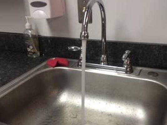635806966609516948-flint-water