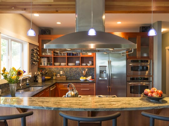 Homeowners in the Houzz survey may be settling for slightly smaller kitchens, but what they sacrifice in space they make up for in quality.