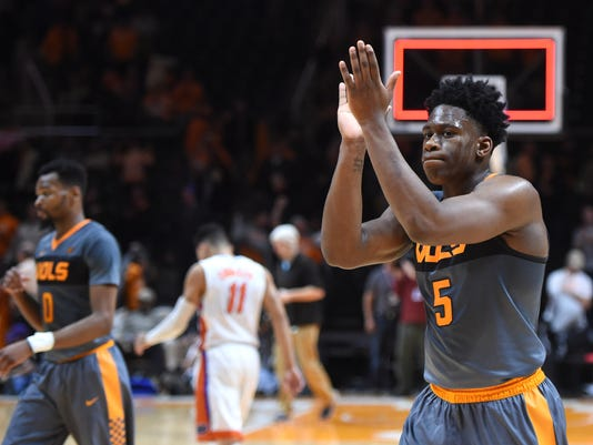 Tennessee guard Kevin Punter (0) and forward Admiral Schofield (5) celebrate after Tennessee defeated Florida 83-69 in an NCAA college basketball game Wednesday, Jan. 6, 2016, in Knoxville, Tenn. (Adam Lau/Knoxville News Sentinel via AP)