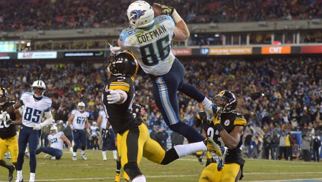 Titans tight end Chase Coffman catches a touchdown pass against the Steelers on Monday night.