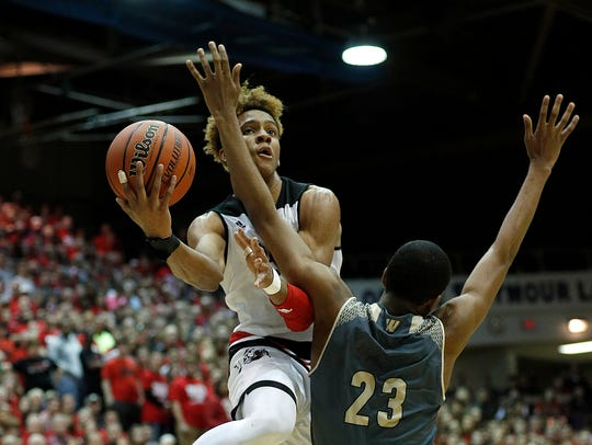 New Albany Bulldogs Romeo Langford (1) drives on Warren