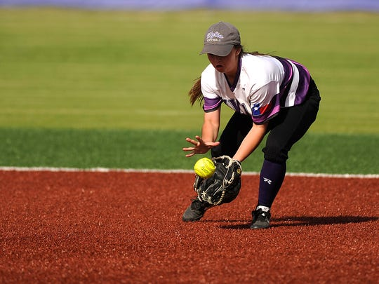 Wylie second baseman Madison Owen (1) fields a ground ball during the top of the second inning of the Lady Bulldogs' 8-7 win on Tuesday, April 4, 2017, at Wylie High School.