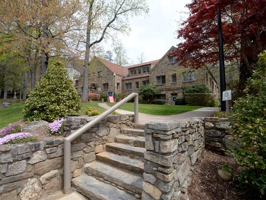 Montreat College has an average annual cost of $19,453,