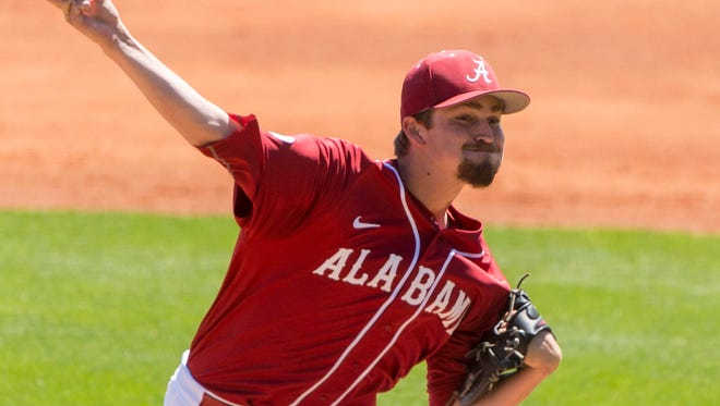 Alabama pitcher Nick Eicholtz (29) delivers against Mississippi during an NCAA college baseball game, Sunday, April 17, 2016, at Sewell–Thomas Stadium in Tuscaloosa, Ala.