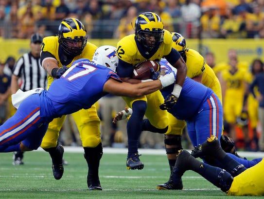 Florida defensive lineman Jordan Sherit attempts to