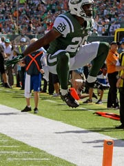 New York Jets' Bilal Powell (29) rushes for a touchdown during the second half of an NFL football game against the Miami Dolphins, Sunday, Sept. 24, 2017, in East Rutherford, N.J. (AP Photo/Bill Kostroun)