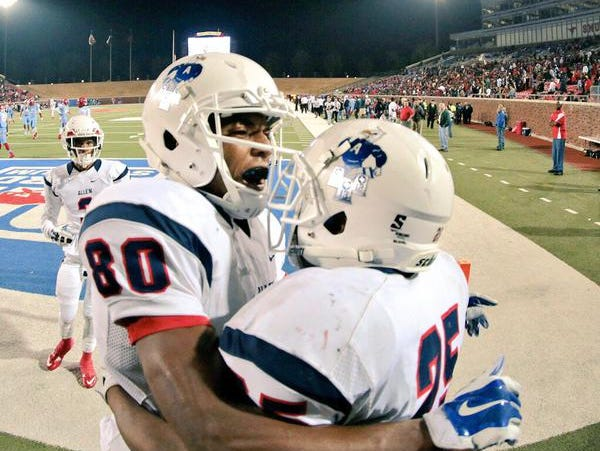 Allen WR Lee Morris (No. 80) caught three late TD passes in a victory over Skyline.
