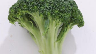 Broccoli florets should be tightly closed, and the broccoli should have little or no fragrance.