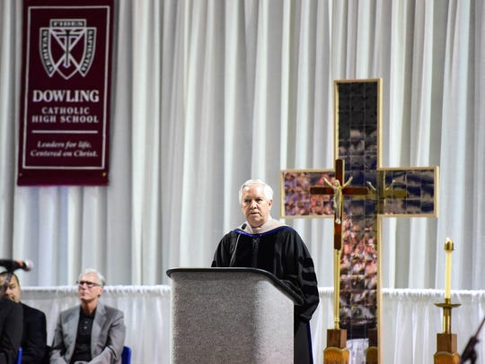 Dowling President Dr. Jerry Deegan addresses the graduates