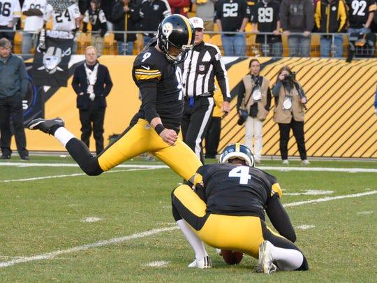 Pittsburgh Steelers kicker Chris Boswell (9) kicks