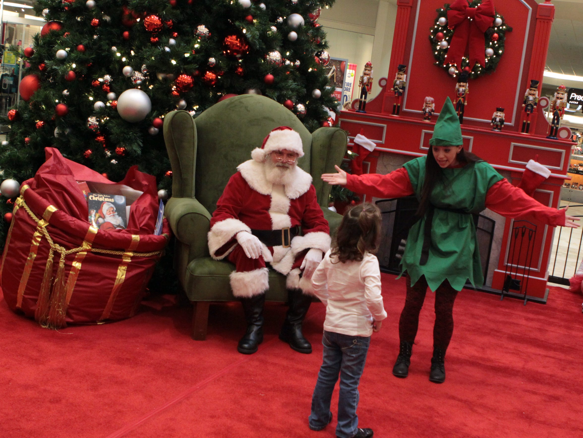 Santa Claus makes his first visit to Clarksville this
