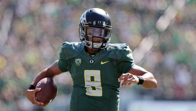 Quarterback Marcus Mariota and the Oregon Ducks continue to climb in the Amway Coaches Poll.