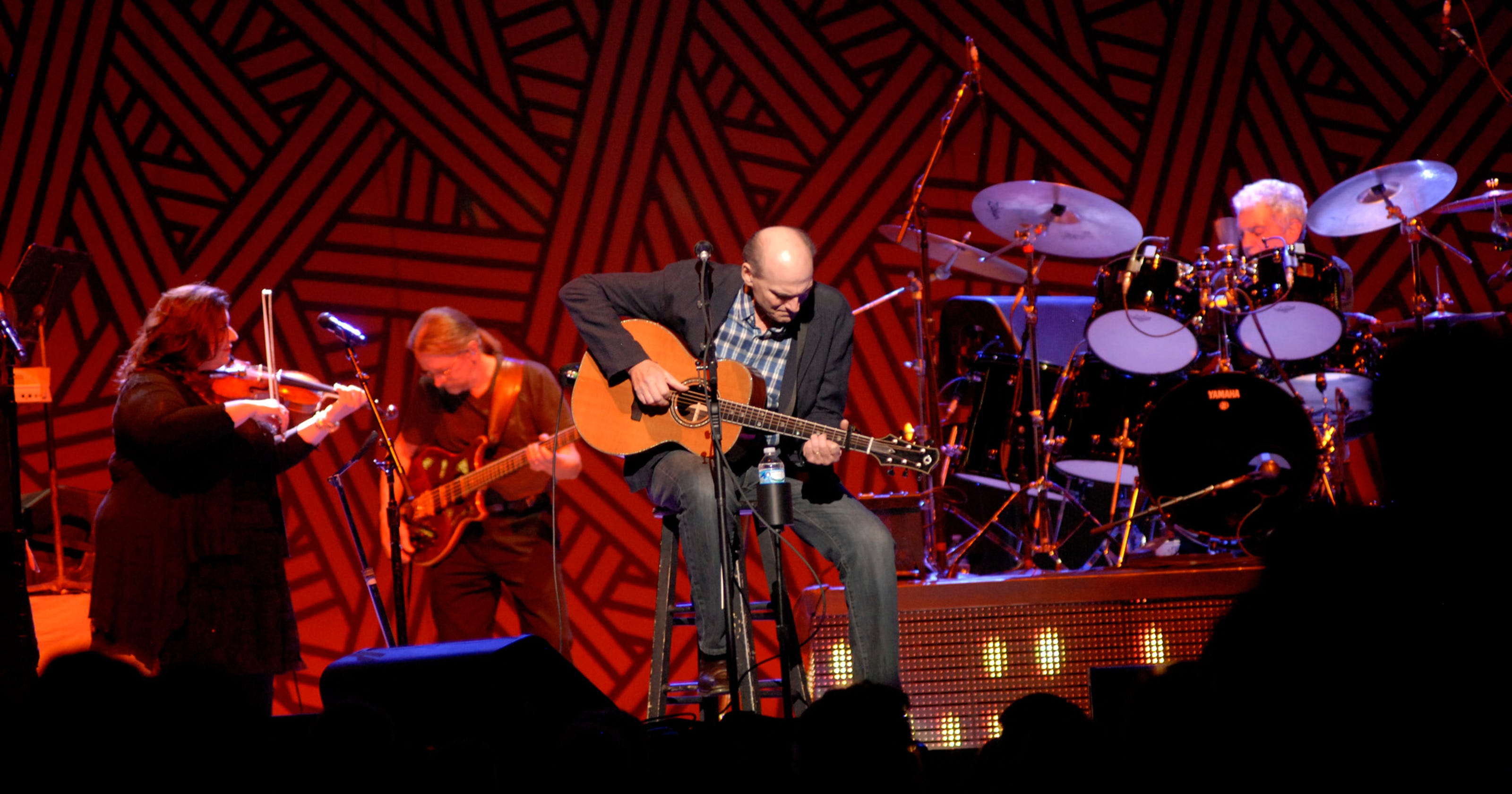 James Taylor delivers living-room vibe at Yum!