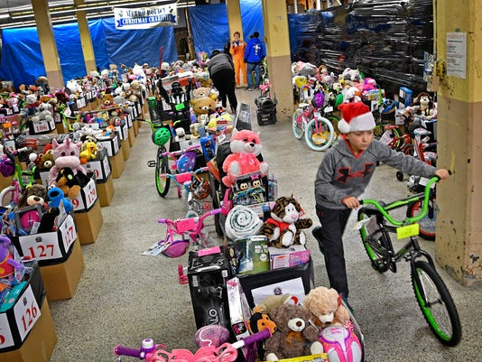 600 kids get Christmas gifts, thanks to Nashville police officers ...