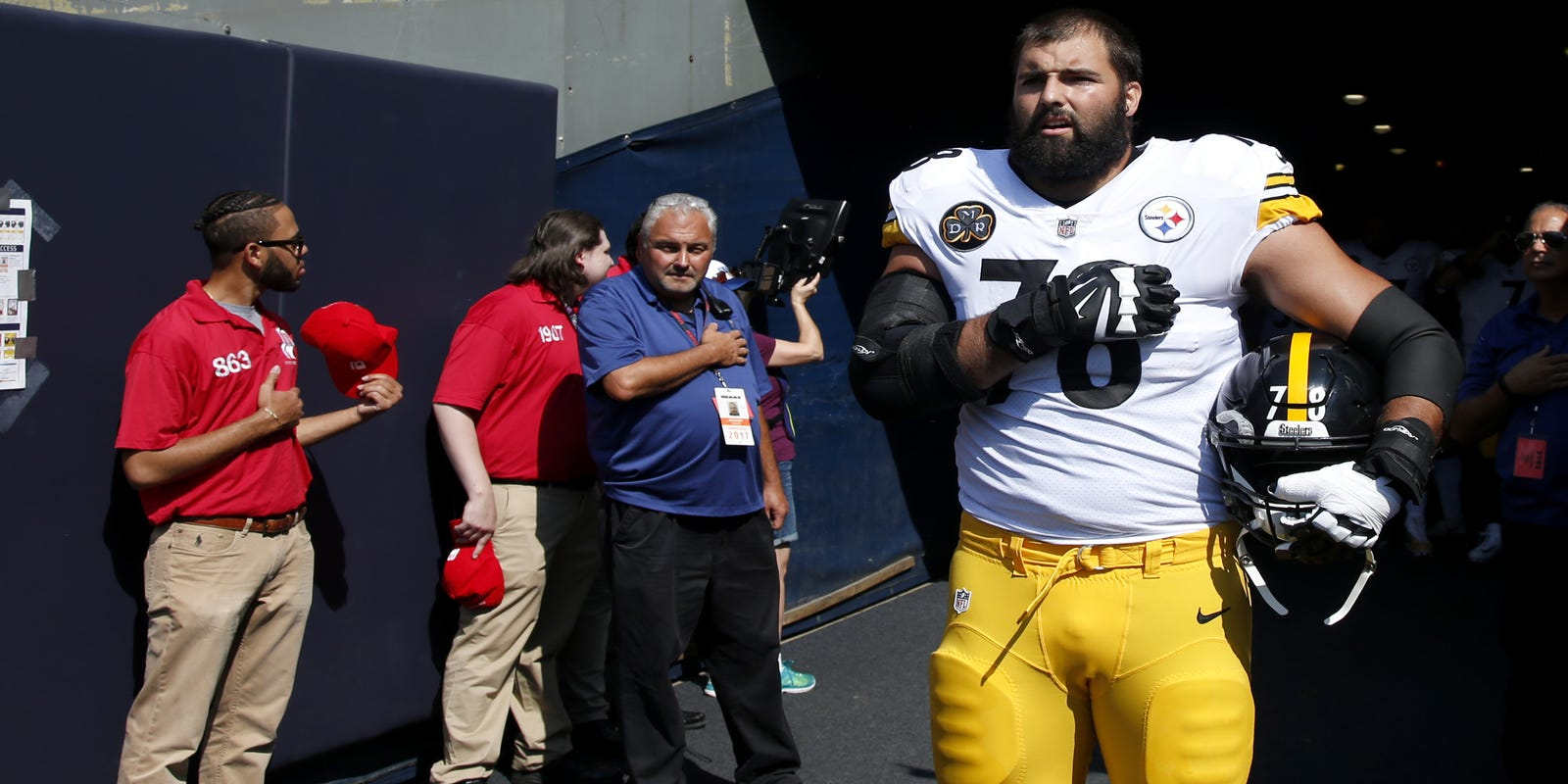 b8e977fe3 Alejandro Villanueva  I threw Steelers teammates under bus unintentionally  by standing for national anthem