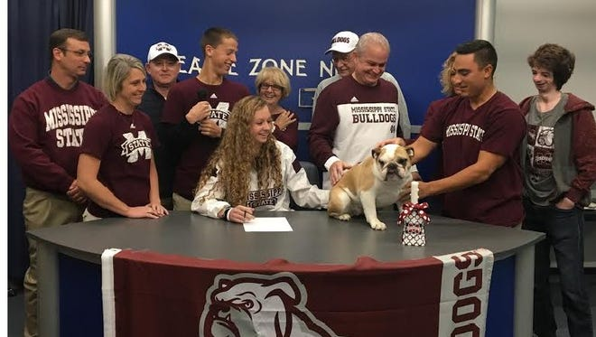 Delta volleyball player Gabby Zgunda signs with Mississippi State.