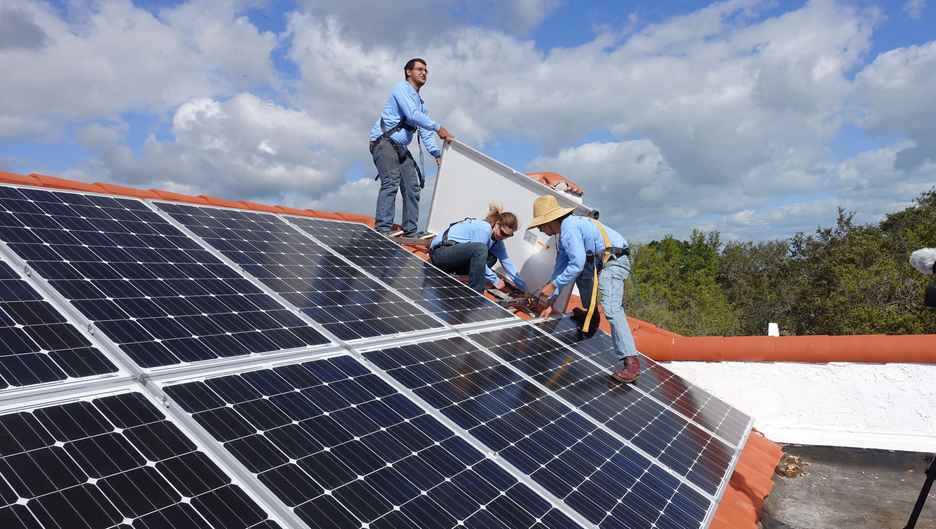 Robo Calling Solar Sales Co Sued By U S Risks 21b Fine