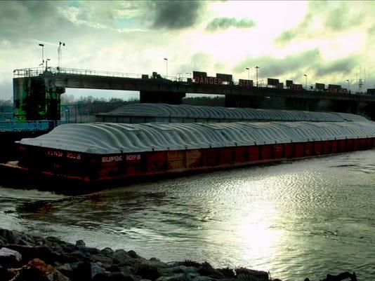 635868115956585608-barges.jpg