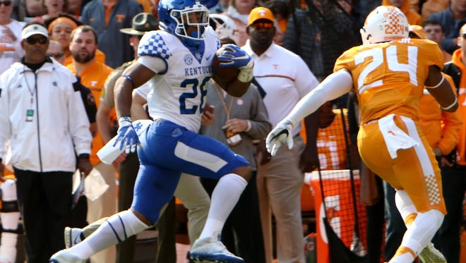 Nov 12, 2016; Knoxville, TN, USA; Kentucky Wildcats running back Benny Snell Jr. (26) runs the ball against the Tennessee Volunteers during the first half at Neyland Stadium. Mandatory Credit: Randy Sartin-USA TODAY Sports