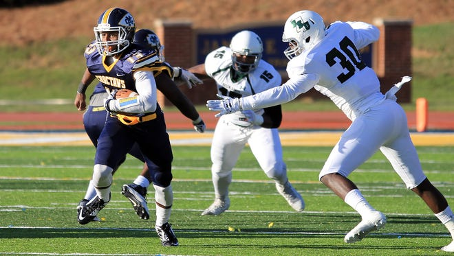 Sharone Wright returns at quarterback for Mississippi College this season.