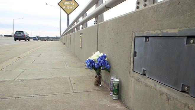 2/3/17   Memorial set up on the Belmar Bridge for the missing teen Sarah Stern.  Brian Johnston/ Asbury Park Press