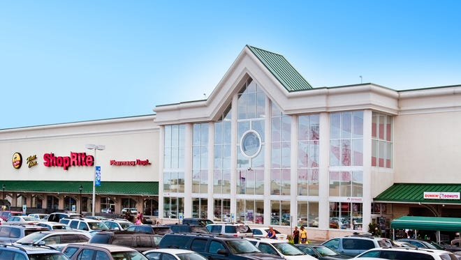 Comcast has leased 4,000 square feet and will open an Xfinity retail store at St. Georges Crossing in Woodbridge, becoming the latest in a diverse lineup of retailers at this Middlesex County shopping destination.