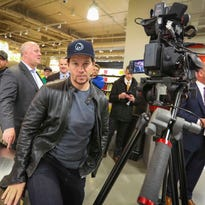 Mark Wahlberg surprised everyone during a downtown Des Moines Hy-Vee tour