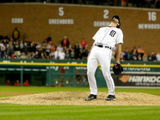 Detroit Tigers Justin Verlander reacts to giving up