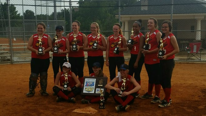 The Carolina Heat softball team.