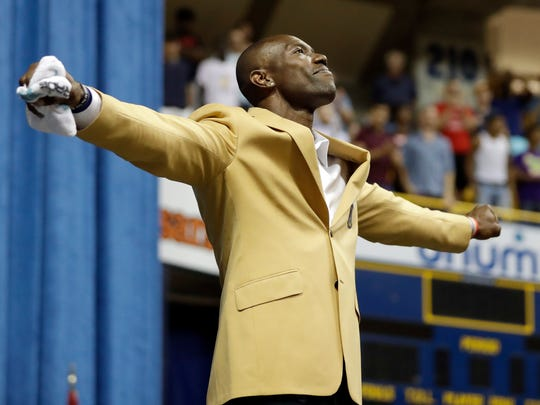"Terrell Owens forms the letter ""T"" after he delivered his NFL Pro Football Hall of Fame speech in Chattanooga, Tenn."