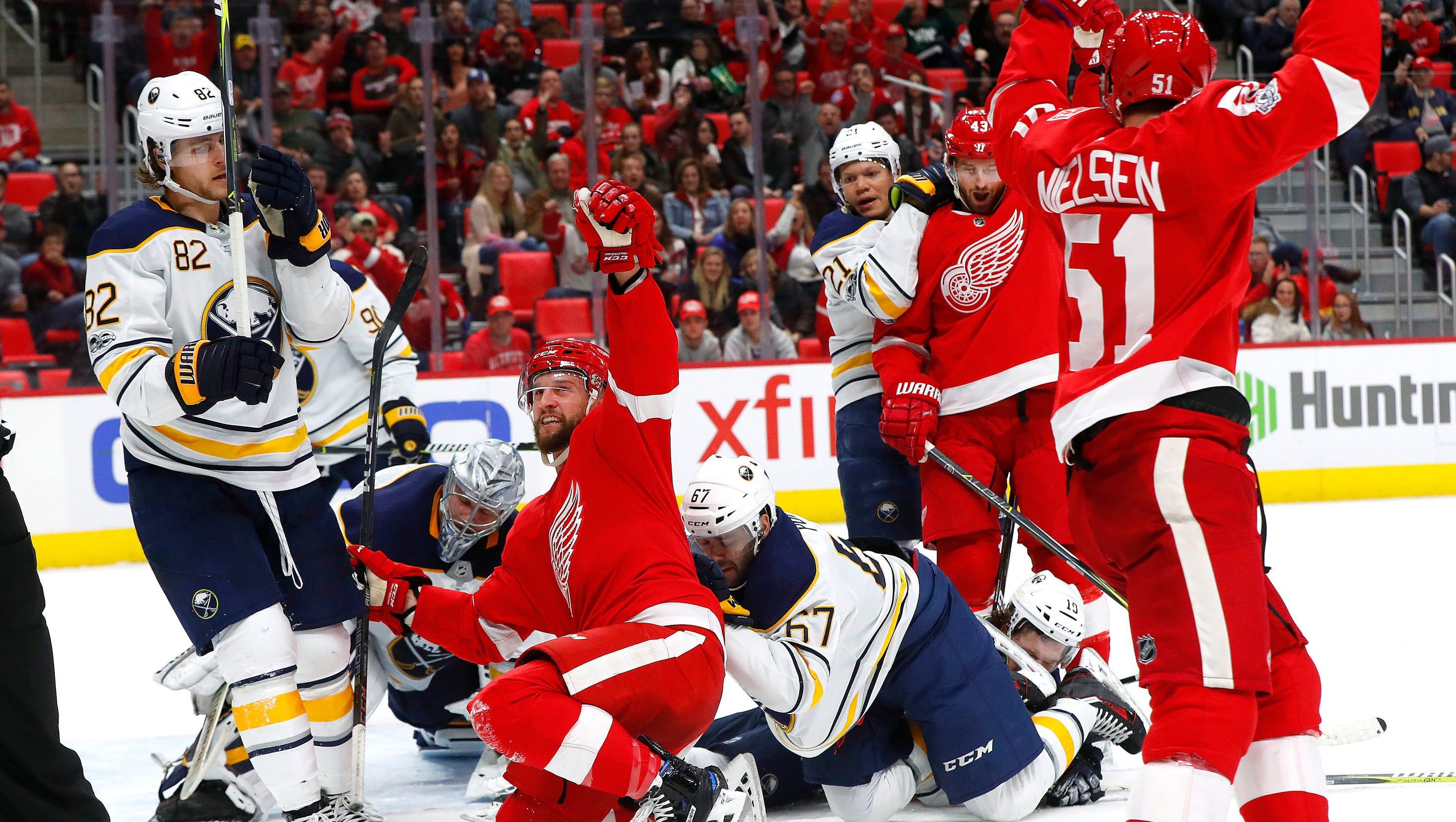 636465559351535727-ap-sabres-red-wings-hockey-m-6-