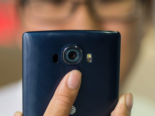 635727519123939350-LG-G4-REVIEW-DESIGN-IN-USE