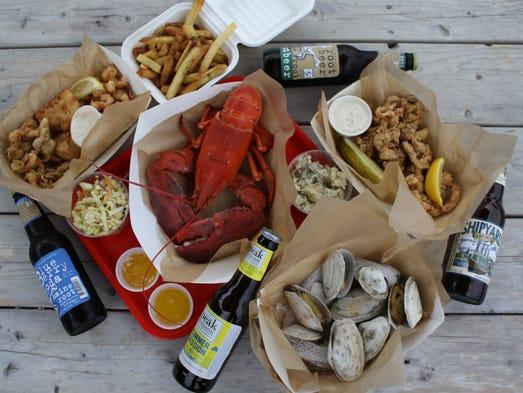 Luke 39 S Lobster Serves Authentic Lobster Rolls