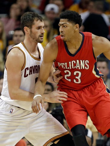 The Pelicans' Anthony Davis (23) backs in on the Cavaliers'