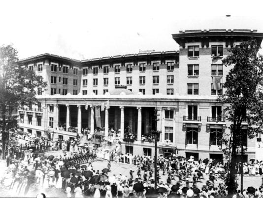 Title: Guard troops parade past Bentley, July 4 1909