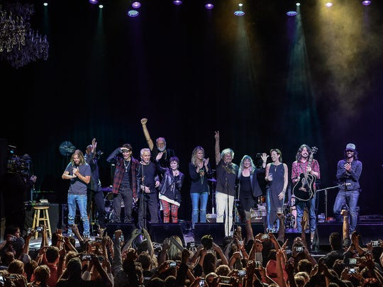 Final thank yous at Sammy Hagar's Acoustic-4-A-Cure.