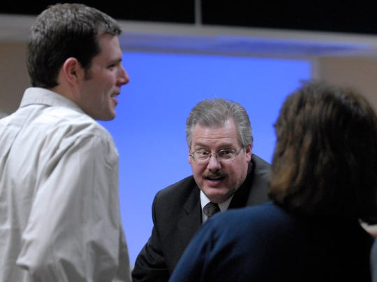 Calumet County District Attorney Ken Kratz (center) talks to Tim Halbach (left) and Karen Halbach (right) after Kratz rested the prosecution's case against Steven Avery on March 7, 2007 at the Calumet County Courthouse in Chilton.