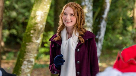 Alicia Witt stars in 'The Mistletoe Inn.'