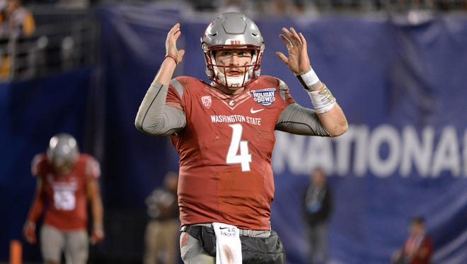 Washington State Cougars quarterback Luke Falk is a very early pick for the Cardinals in a couple of 2018 NFL mock drafts.