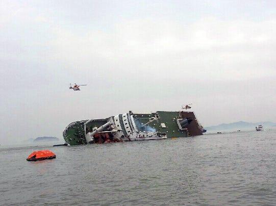 Ferry sinks Seoul