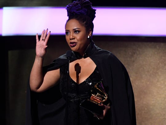 Lalah Hathaway accepts best traditional R&B performance