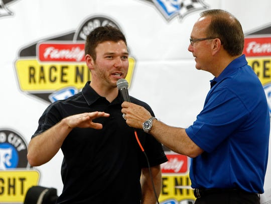 Knoxville's Chad Finchum, left, talks with Dr. Jerry