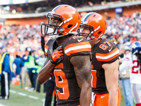 Cleveland Browns wide receiver Corey Coleman (19) celebrates his touchdown alongside tight end Seth DeValve (87) in the second half of an NFL football game against the New York Giants, Sunday, Nov. 27, 2016, in Cleveland. (AP Photo/Ron Schwane)