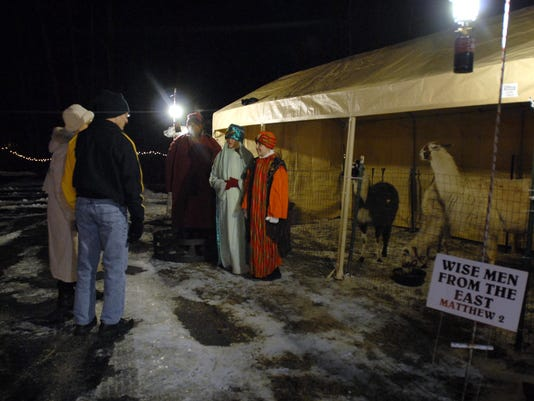 1213 LIVING NATIVITY