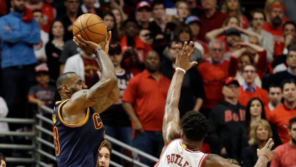 LeBron James asserts his greatness when Cavs need it most
