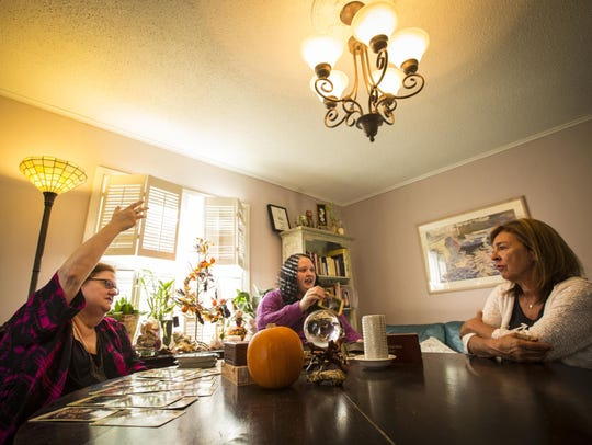 Psychics Vianne Higgins and Ula Yule read for Meri