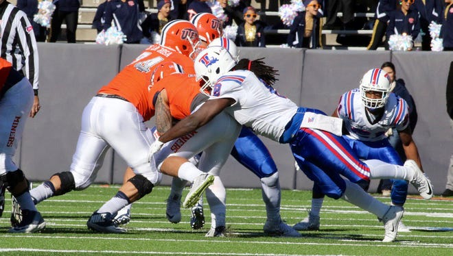 Louisiana Tech defensive end Vontarrius Dora lead the Bulldogs with 11 tackles.