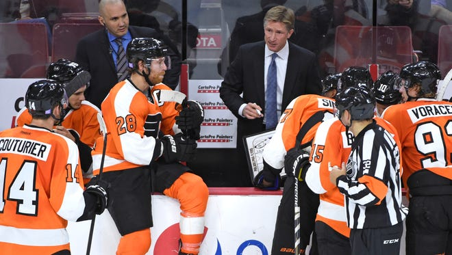 Flyers rookie coach Dave Hakstol mixed up his lines before Monday's game against Carolina.